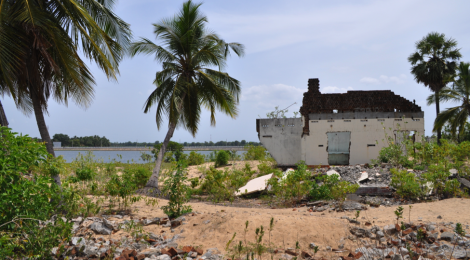 Rebuilding away from the coast: Whose risk is really reduced?
